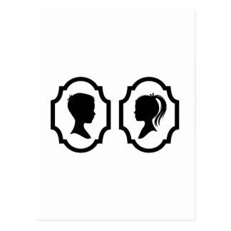 silhueta do menino e da menina na moldura para cartão postal