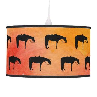Silhueta ocidental preta do cavalo na aguarela luminária de teto