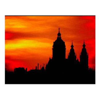 Silhuetas da igreja do por do sol cartão postal
