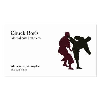 Silhuetas de artistas marciais durante uma luta cartões de visita