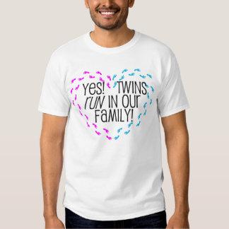 Sim! Gêmeos funcionados em nossa família! Coração T-shirts