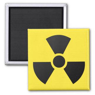 Símbolo atômico nuclear da radiação radioativa ímã quadrado
