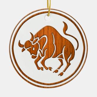 Símbolo de madeira cinzelado do zodíaco do Taurus Ornamento De Cerâmica Redondo