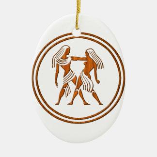 Símbolo de madeira cinzelado do zodíaco dos Gêmeos Ornamento De Cerâmica Oval