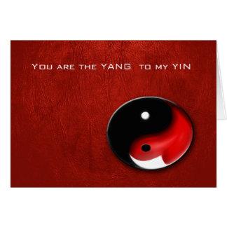 Símbolo de Yin Yang com o cartão ouvido vermelho
