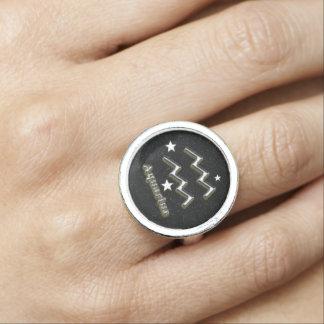 Símbolo do cromo do Aquário Anéis Com Foto