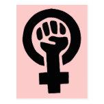 Símbolo feminista do poder da menina com fundo cor cartão postal