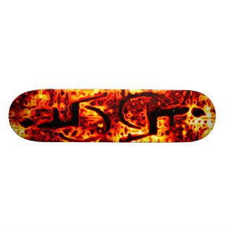 Símbolo flamejante da desvantagem do fogo skate boards