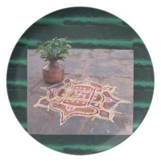 Símbolos indianos do casamento do rangoli da pratos