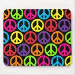 Sinais de paz multicoloridos múltiplos mousepads