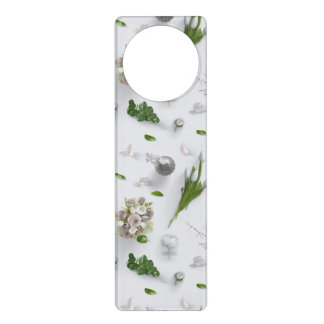 Sinais De Porta Flores dispersadas brancas