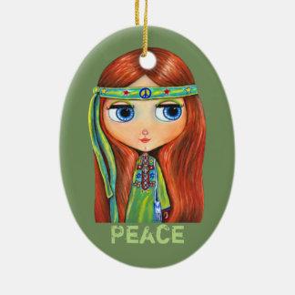 Sinal de paz verde pequeno bonito da menina do ornamento de cerâmica oval