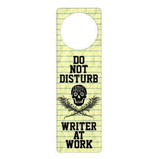 Sinal De Porta Não perturbe o escritor no crânio do trabalho