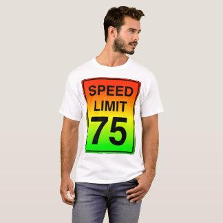 Sinal do limite de velocidade 75 com cores do camiseta