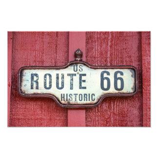 Sinal histórico da rota 66 dos E.U. no vermelho Impressão De Foto