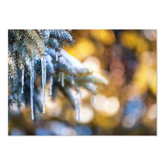 Sincelos na árvore de abeto no inverno convite personalizados