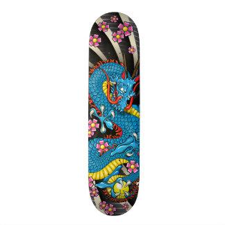 Skate azul do tatuagem da flor de cerejeira do