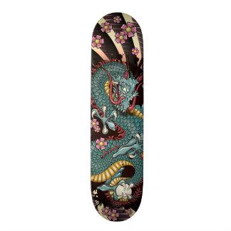 Skate azul do tatuagem do dragão do Grunge