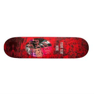 Skate escuro vermelho do modelo da foto do Grunge