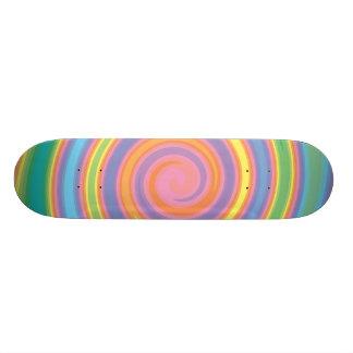 Skate feminino do design do pinwheel das cores do