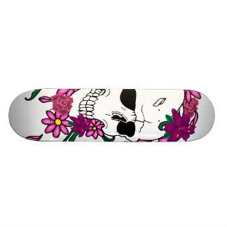 Skate floral da ilustração do tatuagem do crânio