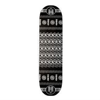 Skate geométrico branco preto asteca tribal