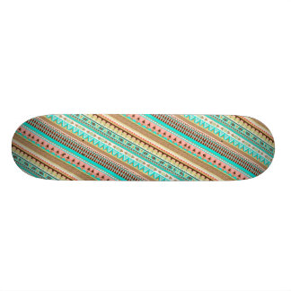 Skate geométrico chique tribal das listras de Boho