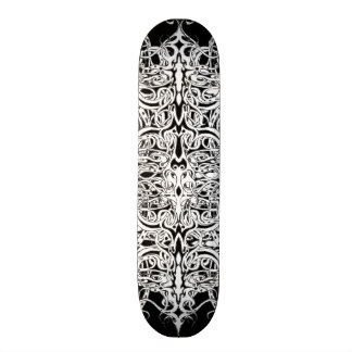 Skate preto e branco do tatuagem tribal do império