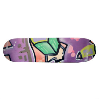 Skate Roxo colorido da arte da rua
