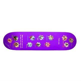 Skate violeta com os profissionais como desenhos a