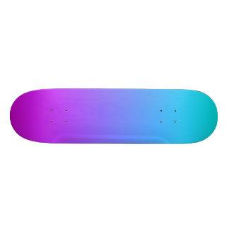 SkyBlue e plataforma roxa do skate do inclinação