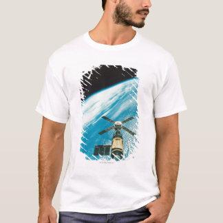 Skylab sobre a terra camiseta