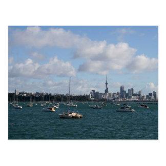 Skyline bonita de Auckland Cartão Postal