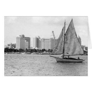 Skyline com Veleiro, Miami, Florida, 1948 Cartão Comemorativo