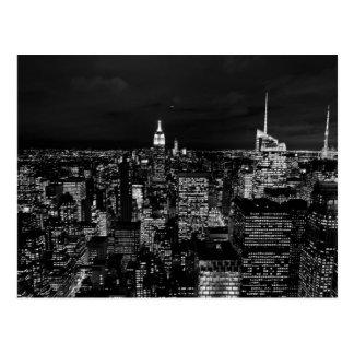 Skyline da noite da Nova Iorque Cartão Postal
