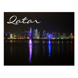 Skyline de Doha, Qatar no cartão do texto da noite