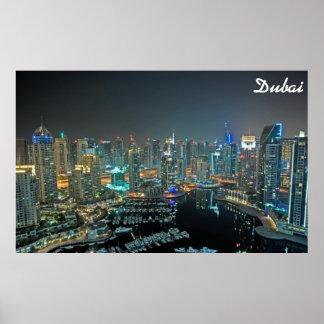Skyline de Dubai, United Arab Emirates na noite Posteres