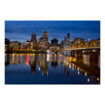 Skyline de Portland Oregon no poster azul da hora