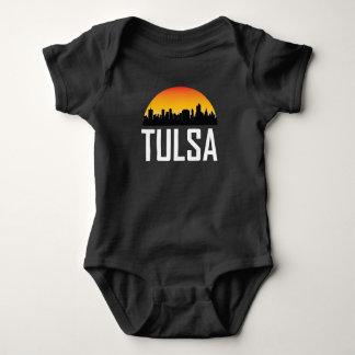 Skyline do por do sol da APROVAÇÃO de Tulsa Body Para Bebê