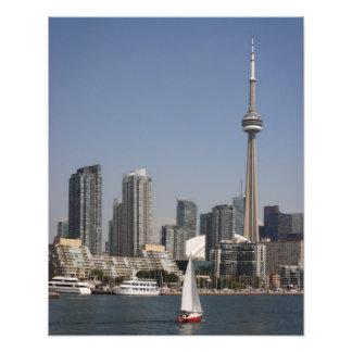 Skyline do porto de Toronto com barco vermelho Impressão De Foto