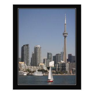 Skyline do porto de Toronto com o barco vermelho Impressão De Foto