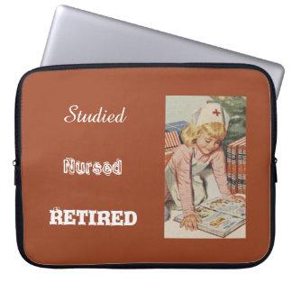Sleeve Para Laptop Aposentação da enfermeira - tão retro