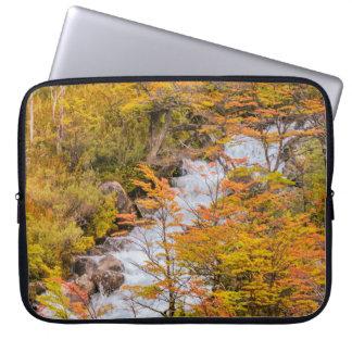 Sleeve Para Laptop Cena colorida da paisagem da floresta, Patagonia