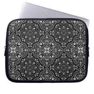 Sleeve Para Laptop Flourish Rococo preto do teste padrão