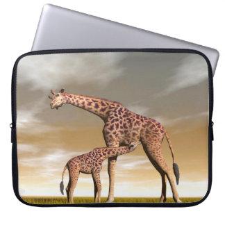Sleeve Para Laptop Girafa da mãe e do bebê - 3D rendem