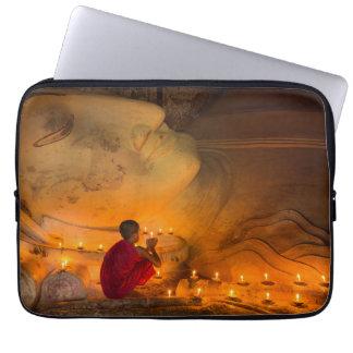 Sleeve Para Laptop Monge que Praying por um Buddha