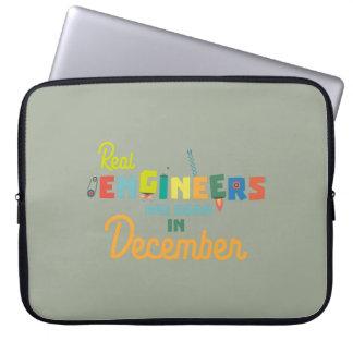 Sleeve Para Laptop Os engenheiros são em dezembro Z6r6a nascidos