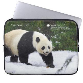 Sleeve Para Laptop Pandas gigantes de Smithsonian | na neve