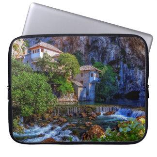 Sleeve Para Laptop Vila pequena Blagaj na cachoeira do Buna, Bósnia e