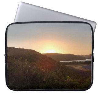 Sleeve Para Notebook Nascer do sol sobre o litoral do nacional de Reyes